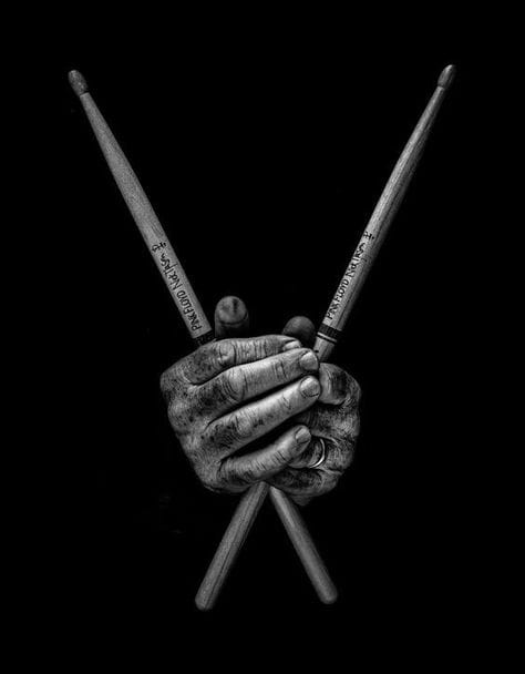 HandsholdingDrumSticks